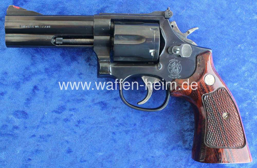 Smith & Wesson 586 / 4""
